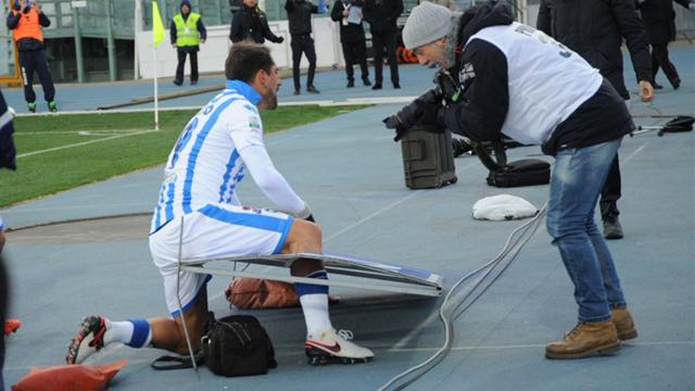 Ce joueur de Serie B n'aurait pas dû donner un coup de pied dans un panneau publicitaire
