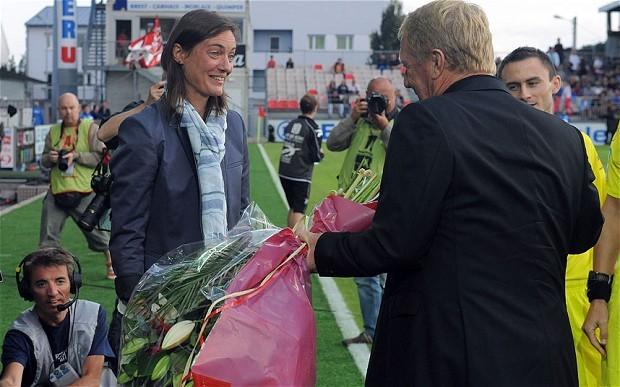 Тренер «Бреста» подарил даме цветы
