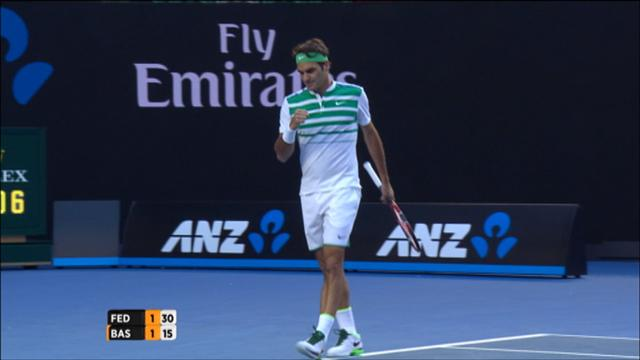 Federer régale déjà avec un superbe revers long de ligne