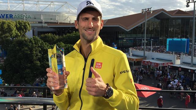 Novak Djokovic reçoit son trophée Eurosport de sportif de l'année 2015