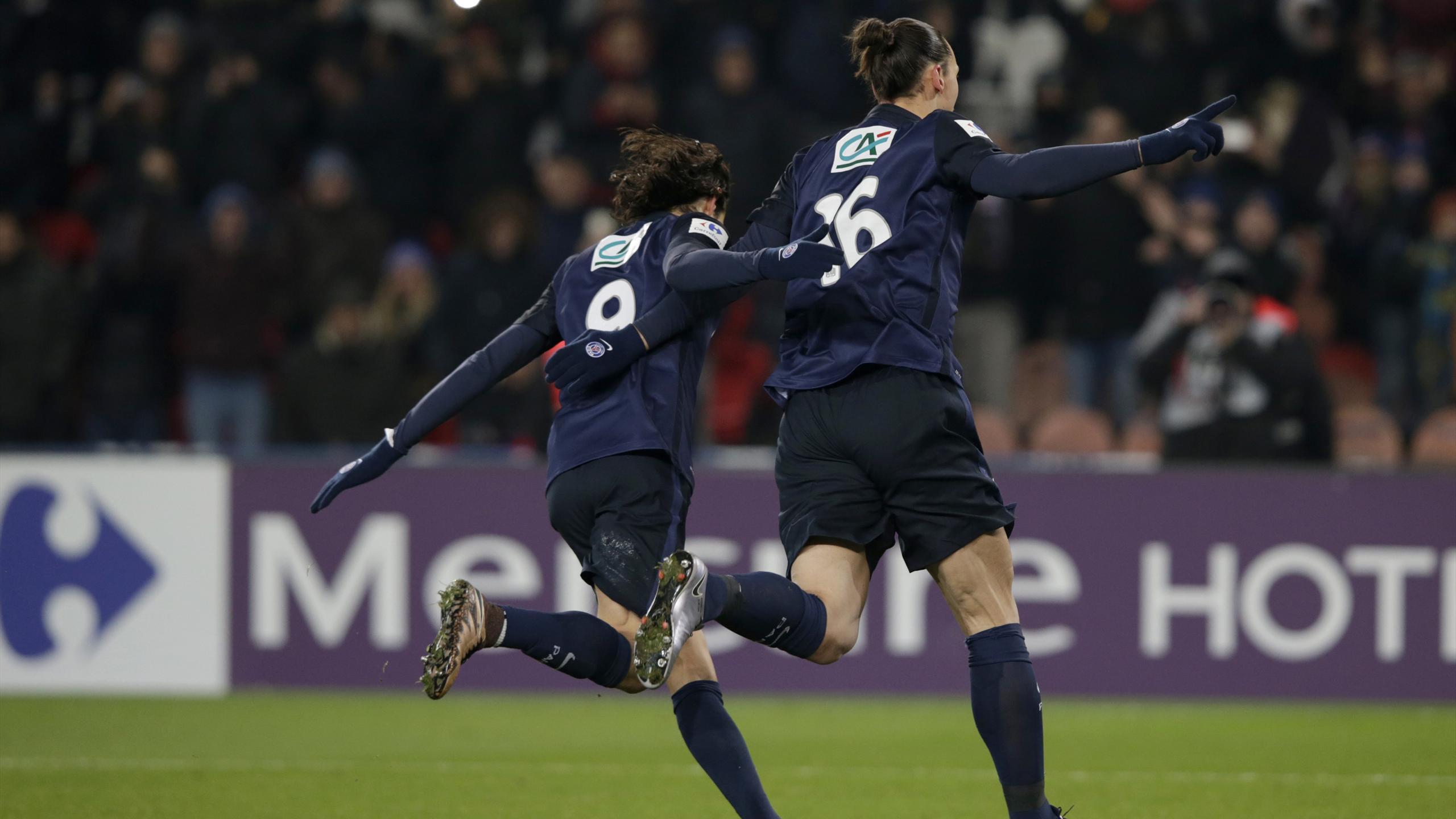 Ibrahimovic et Cavani lors de la victoire du PSG face à Toulouse