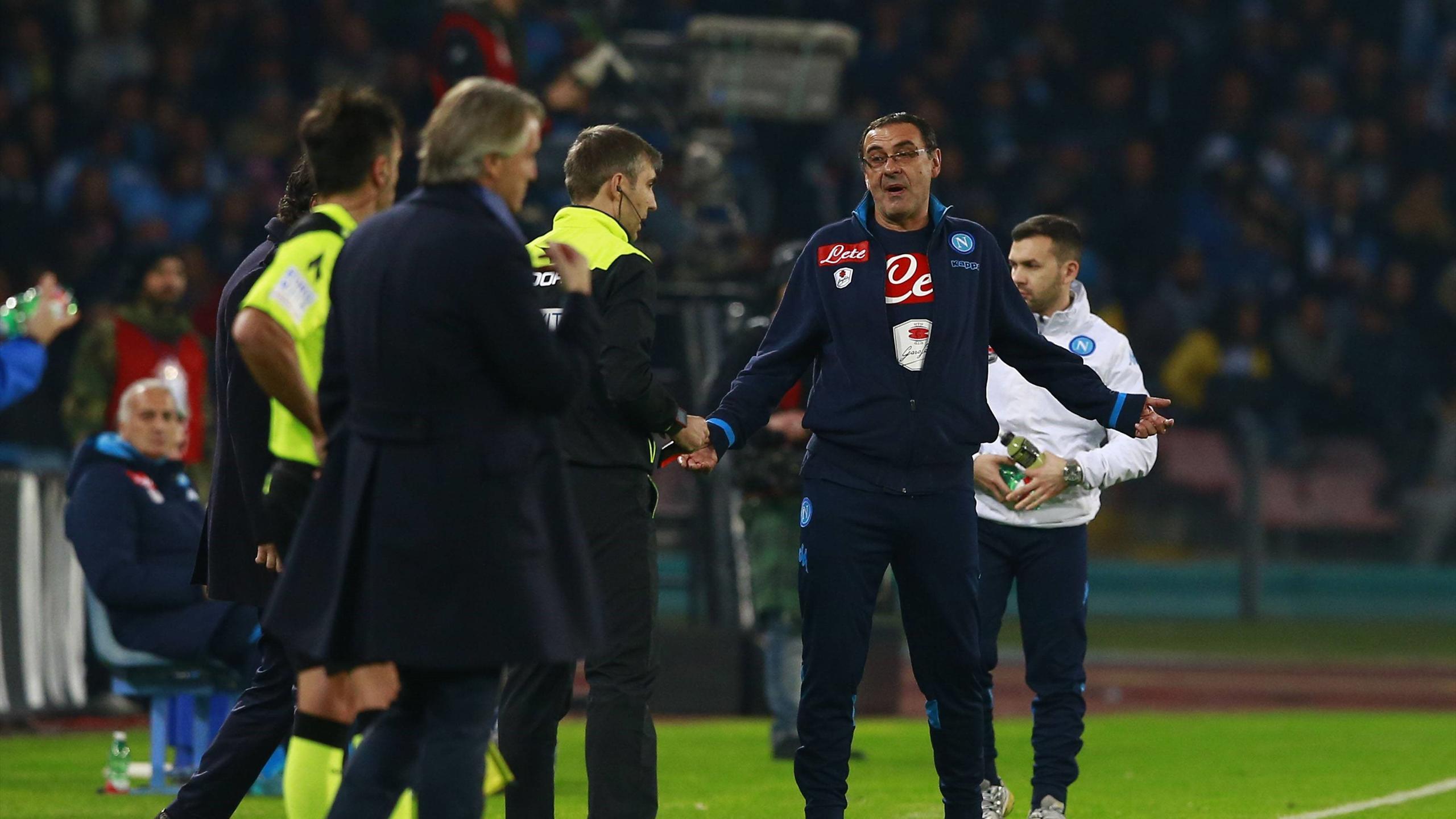 Маурицио Сарри кричит на Роберто Манчини в матче «Наполи» – «Интер»