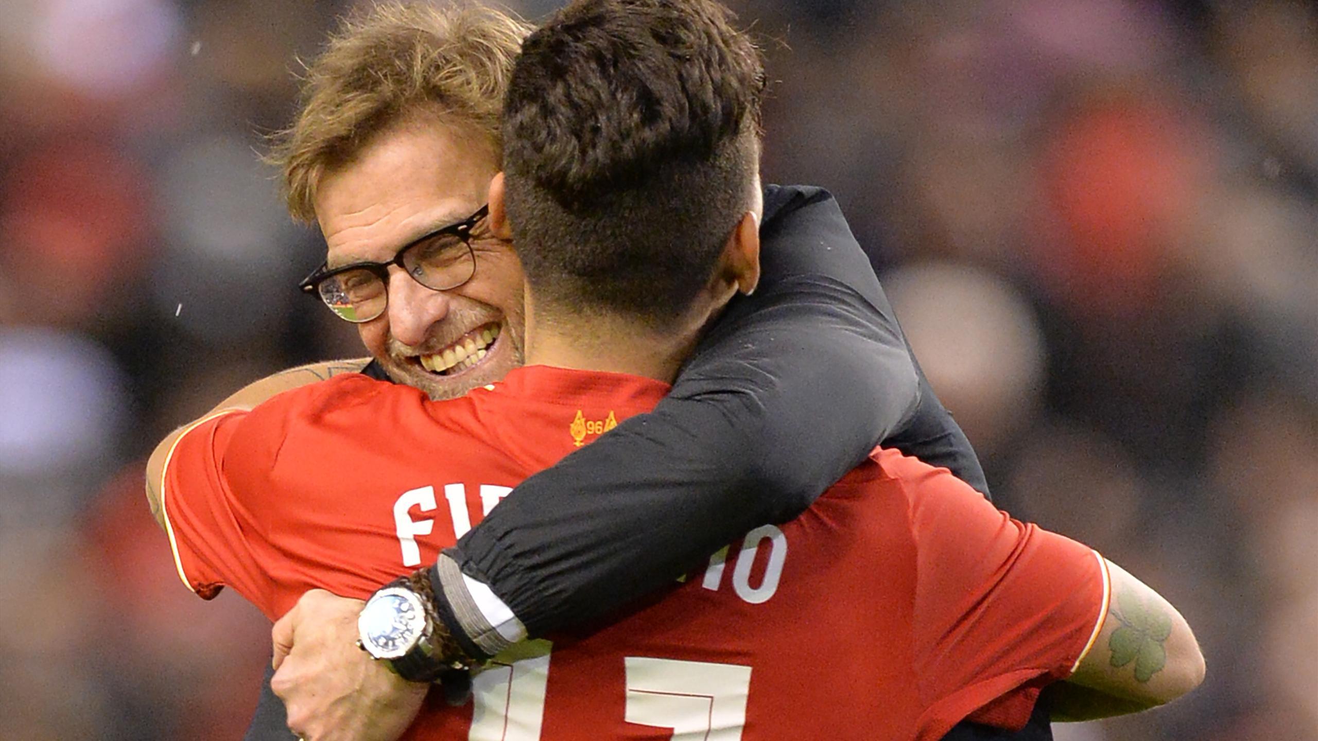 Jürgen Klopp et Roberto Firmino fêtent la victoire de Liverpool