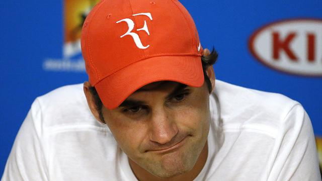 Федерер перенес операцию на колене и пропустит более месяца