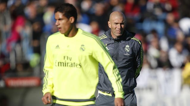 Malgré une boulette et une expulsion face à Bilbao, Varane n'inquiète pas Zidane