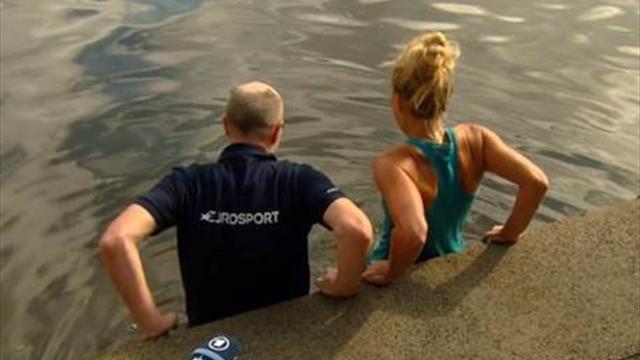 Kerber se jette dans l'eau glacée avec l'équipe d'Eurosport pour fêter sa victoire