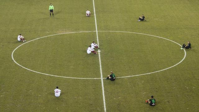 Игроки сели на поле в память о погибших беженцах в матче греческого чемпионата