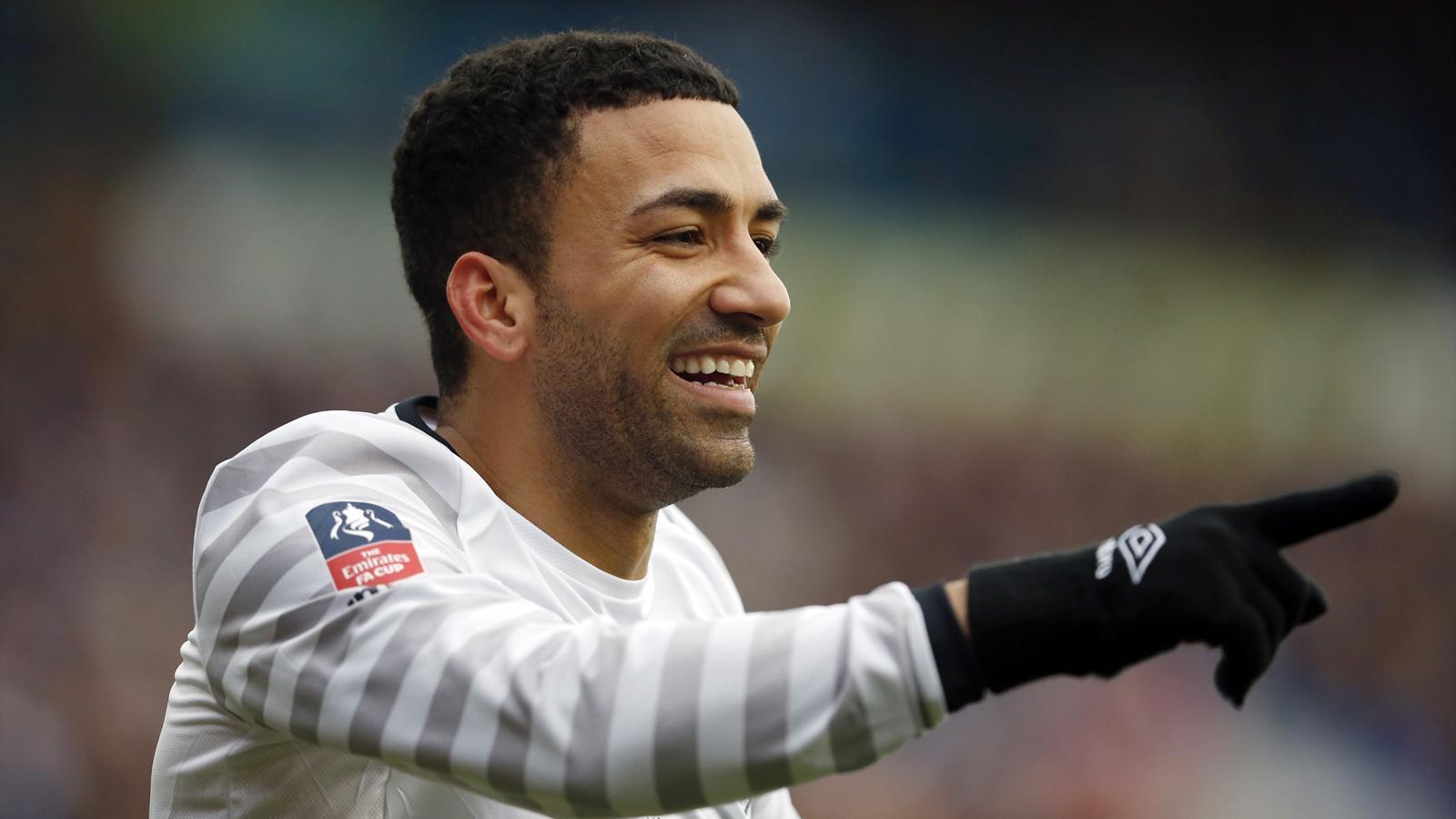 Aaron Lennon celebrates scoring the second goal for Everton