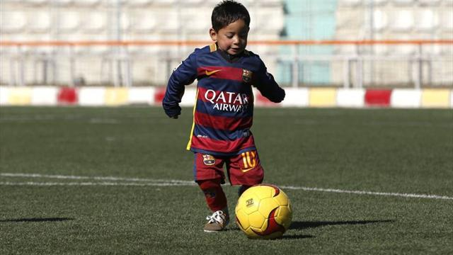 Афганский мальчик, прославившийся благодаря футболке Месси из пакета, встретится с Лионелем