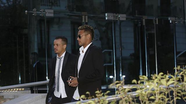 Entendu à Madrid et mis en examen au Brésil... rude journée pour Neymar