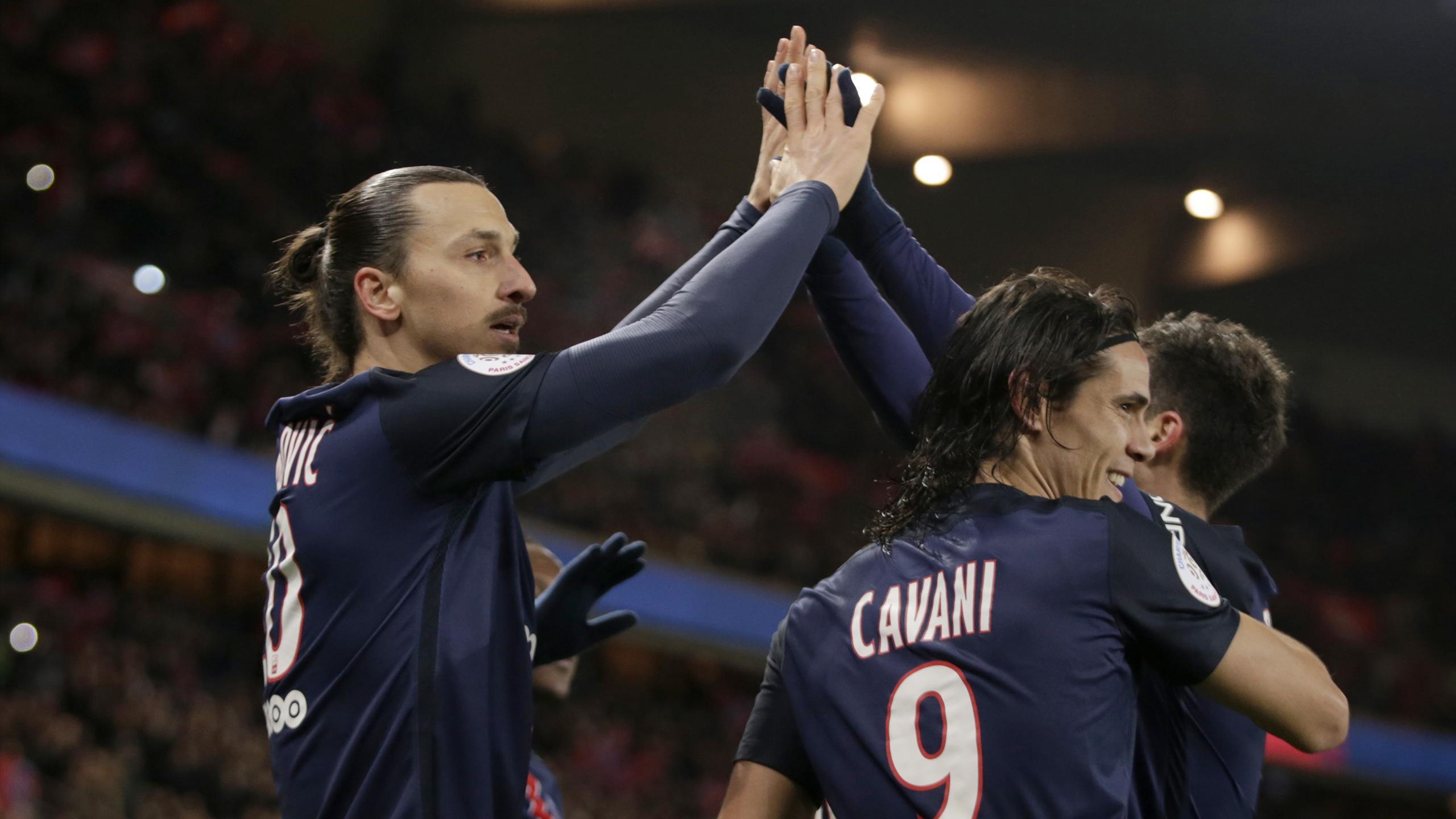 Zlatan Ibrahimovic (PSG) célèbre son but avec Edinson Cavani et Thiago Motta