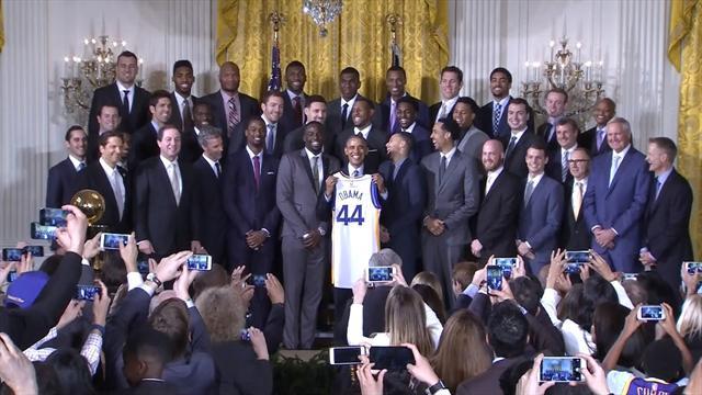 Comme la tradition l'exige, Obama a reçu les Warriors à la Maison Blanche
