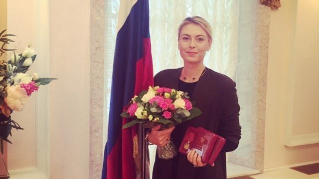 Мутко вручил Шараповой награды «За заслуги перед Отечеством»