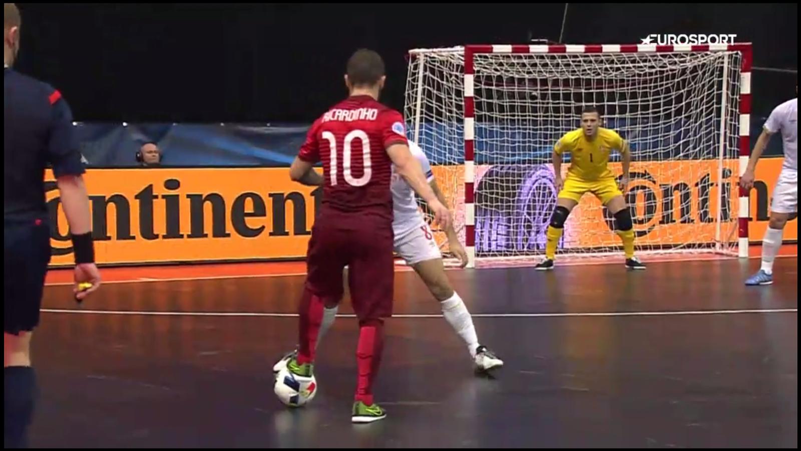 VIDEO - Portugal star Ricardinho scores epic goal at Euro 2016 Futsal - Video Eurosport UK