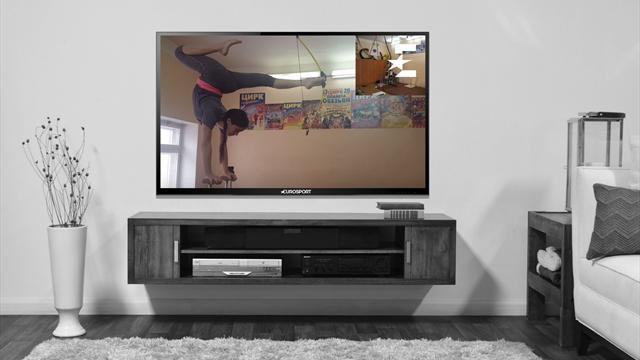 19-летняя циркачка установила рекорд России по стрельбе из лука ногами