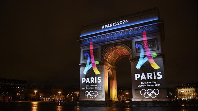 Une Tour Eiffel stylisée avec un 2 et un 4 mêlés : Paris tient son logo pour 2024