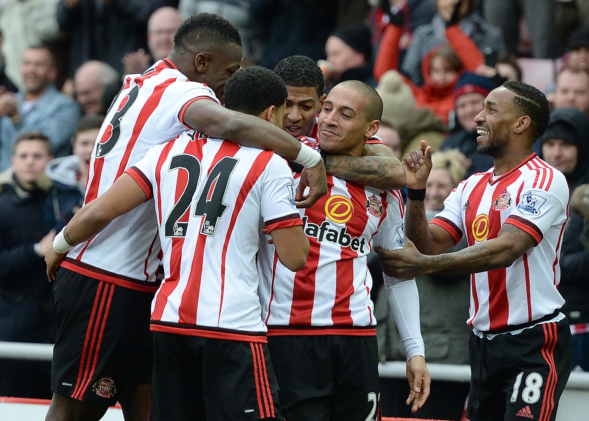 Sunderland's French-born Tunisian midfielder Wahbi Khazri (2R) celebrates scoring his team's first goal