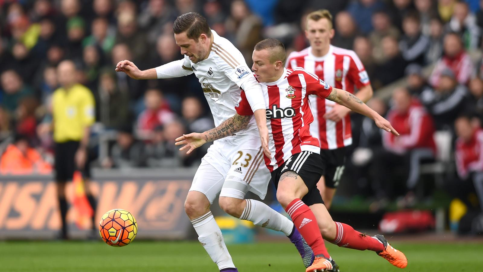 Swansea's Gylfi Sigurdsson in action with Southampton's Jordy Clasie