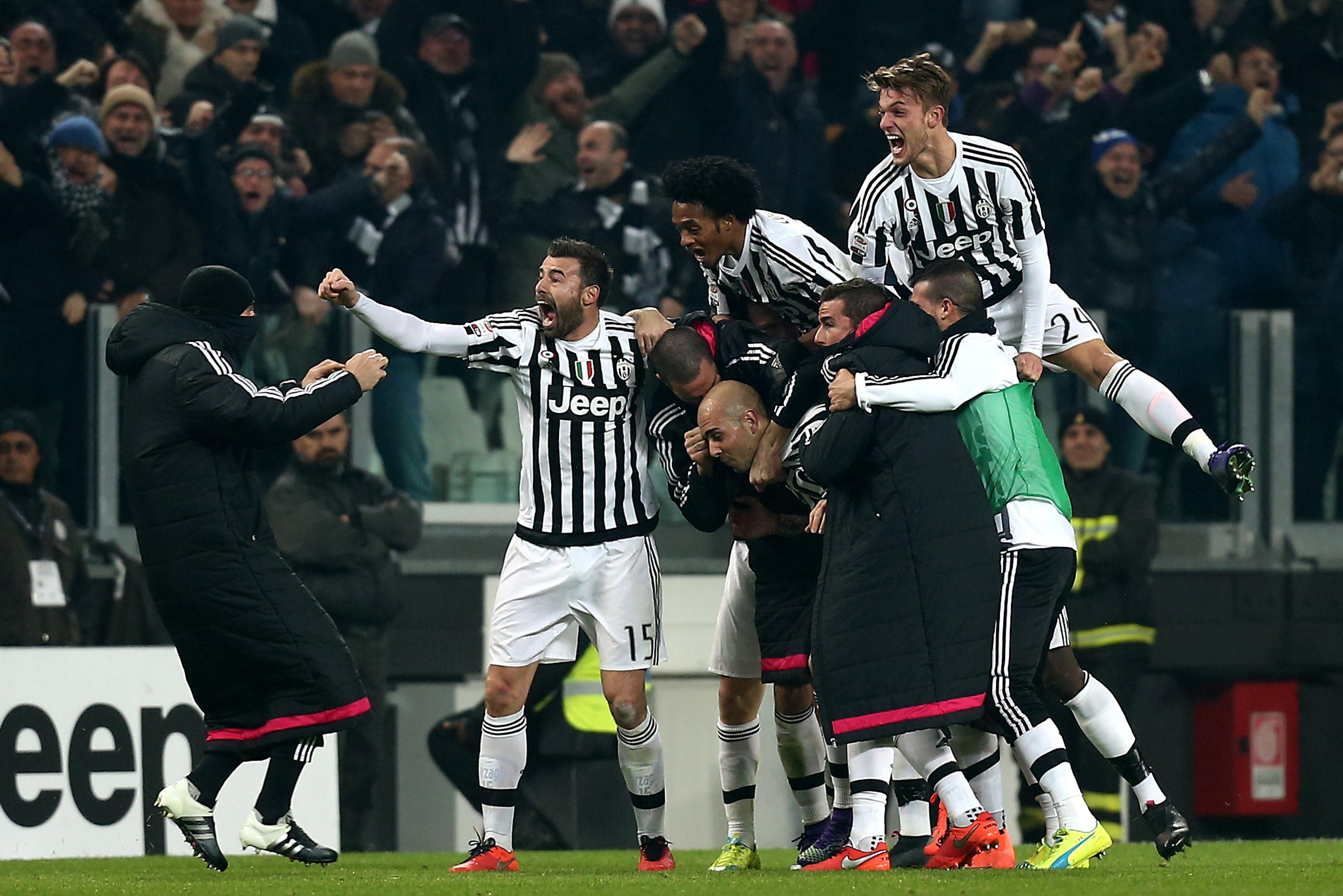 "Juventus' forward Simone Zaza (C ) celebrates with teammates after scoring during the Italian Serie A football match Juventus Vs Napoli on February 13, 2016 at the ""Juventus Stadium"" in Turin."