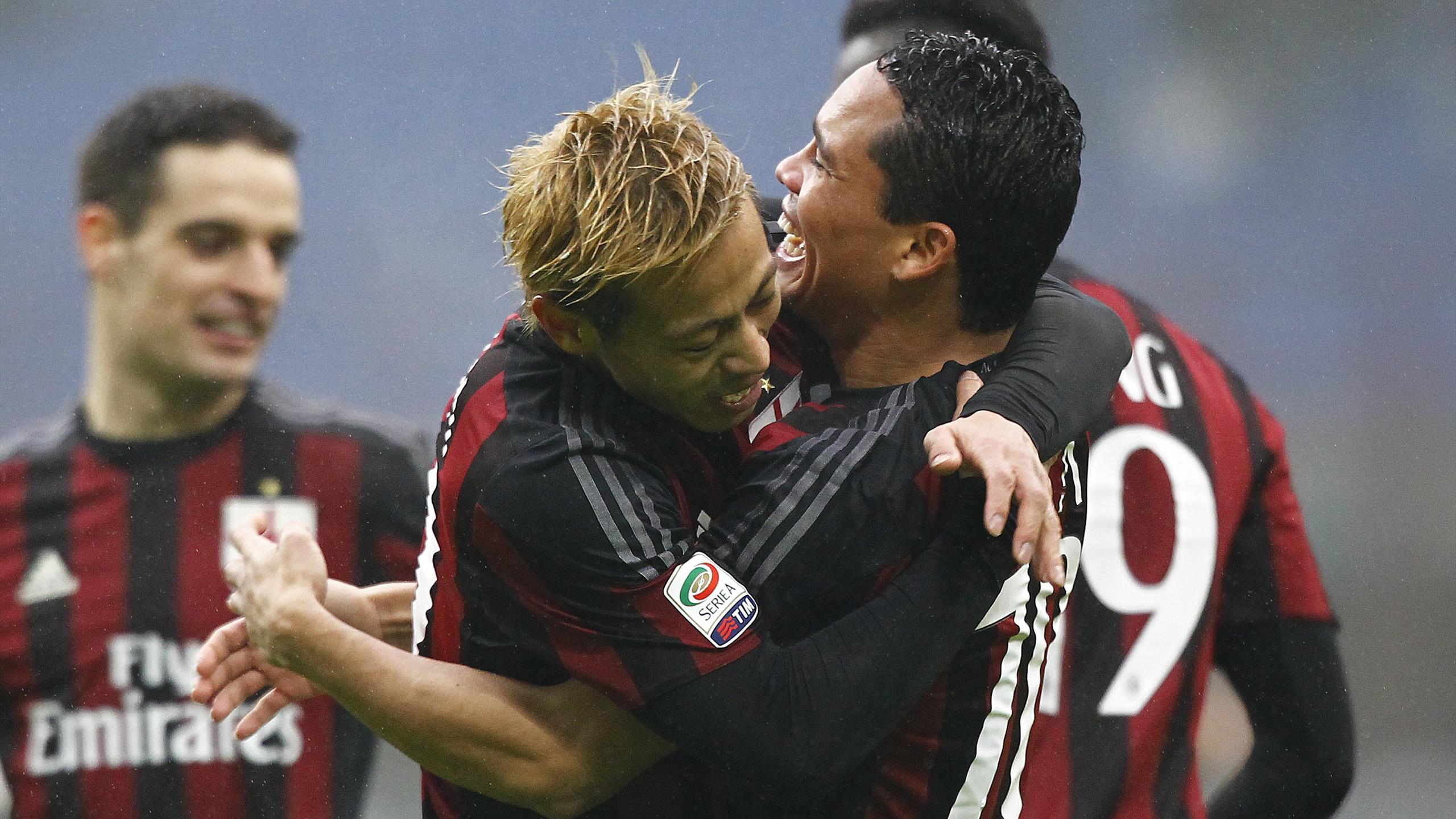 Honda e Bacca esultano al gol in Milan-Genoa