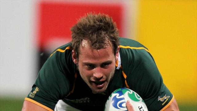 Worcester sign South Africa international Hougaard