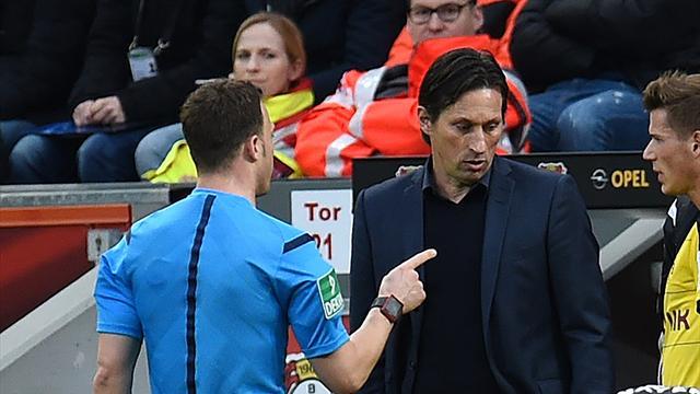 Surréaliste : l'arbitre quitte le terrain, Leverkusen-Dortmund interrompu 10 minutes