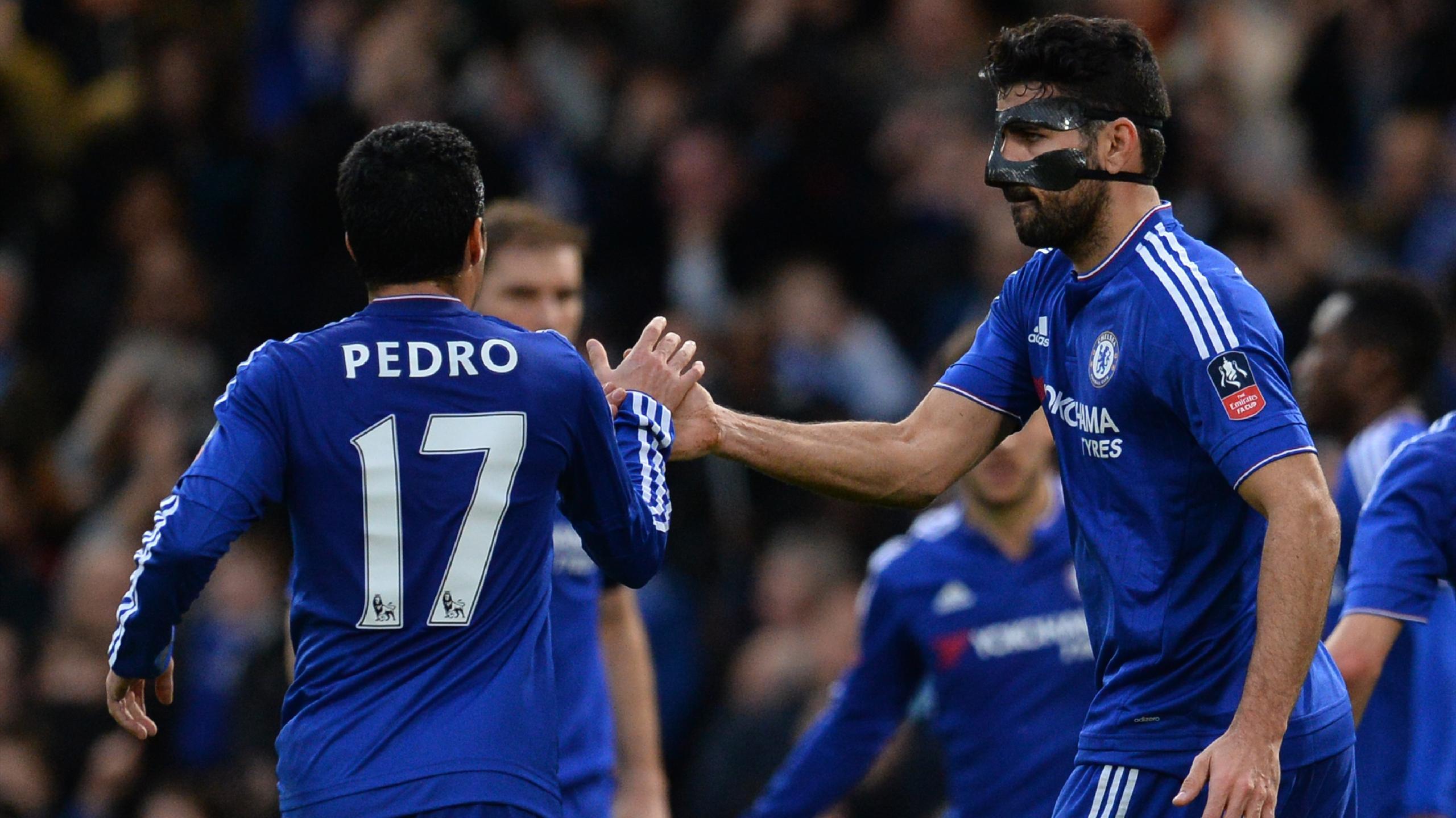 Diego Costa (Chelsea) félicité par Pedro après son but face à Manchester City