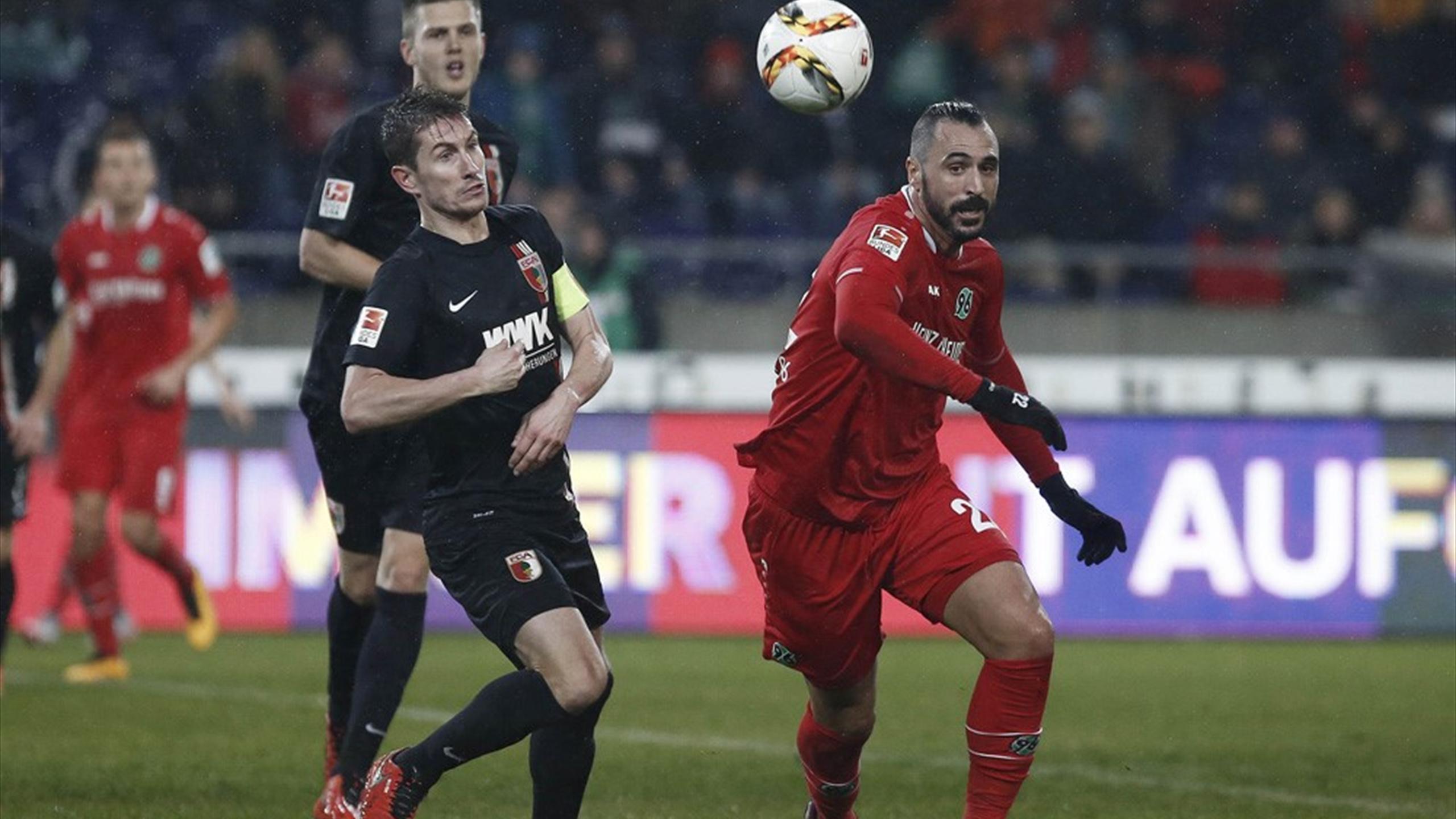 Hugo Almeida, Hannover'ın evinde Augsburg'a 1-0 yenildiği maçta devrede oyuna girdi.