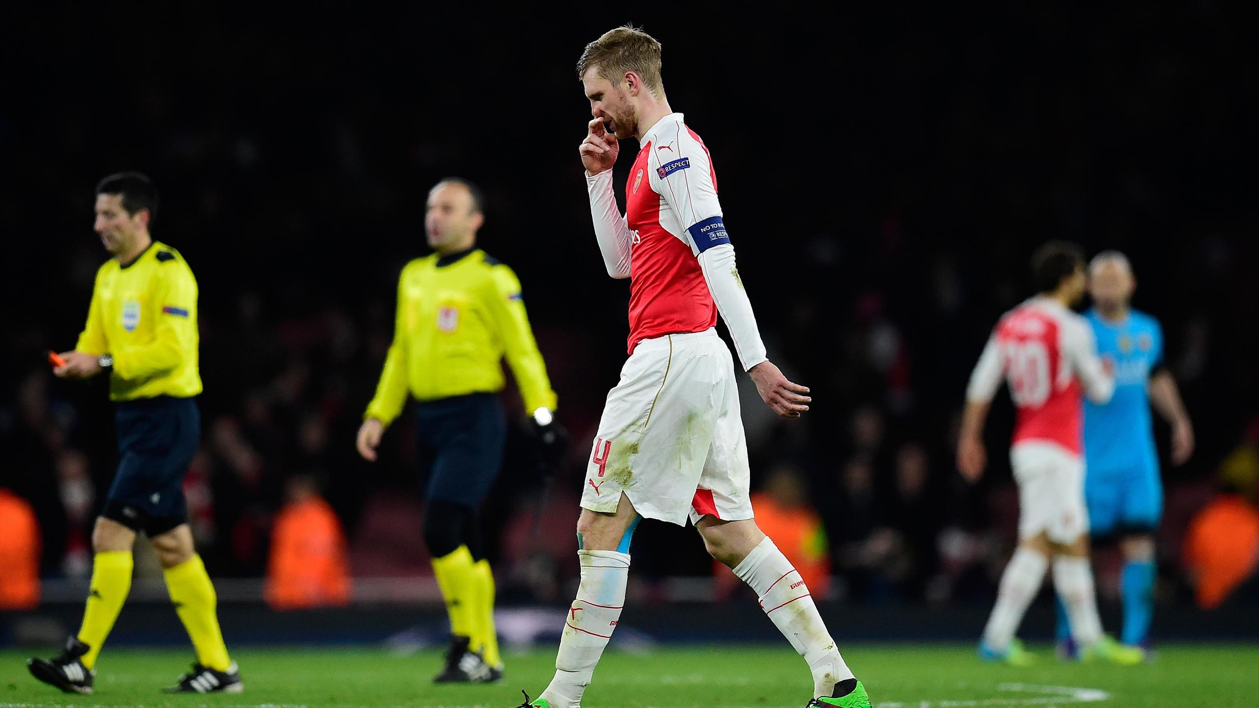 Arsenal's German defender Per Mertesacker leaves the pitch follwing the UEFA Champions League round of 16 1st leg football match between Arsenal and Barcelona