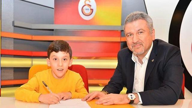 «Галатасарай» на один день подписал мальчика с ДЦП