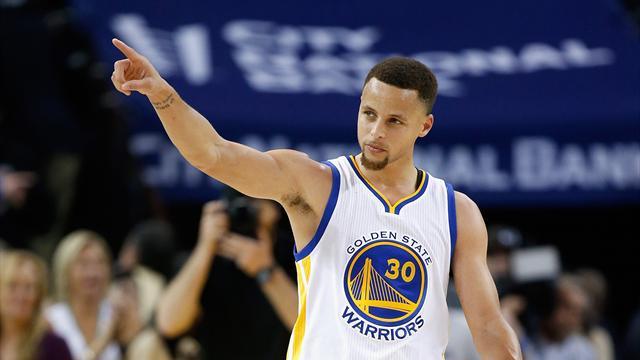 Bien aidés par les 34 points de Curry, les Warriors ont dynamité les Knicks