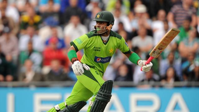 Pakistan suspend Umar Akmal under anti-corruption code