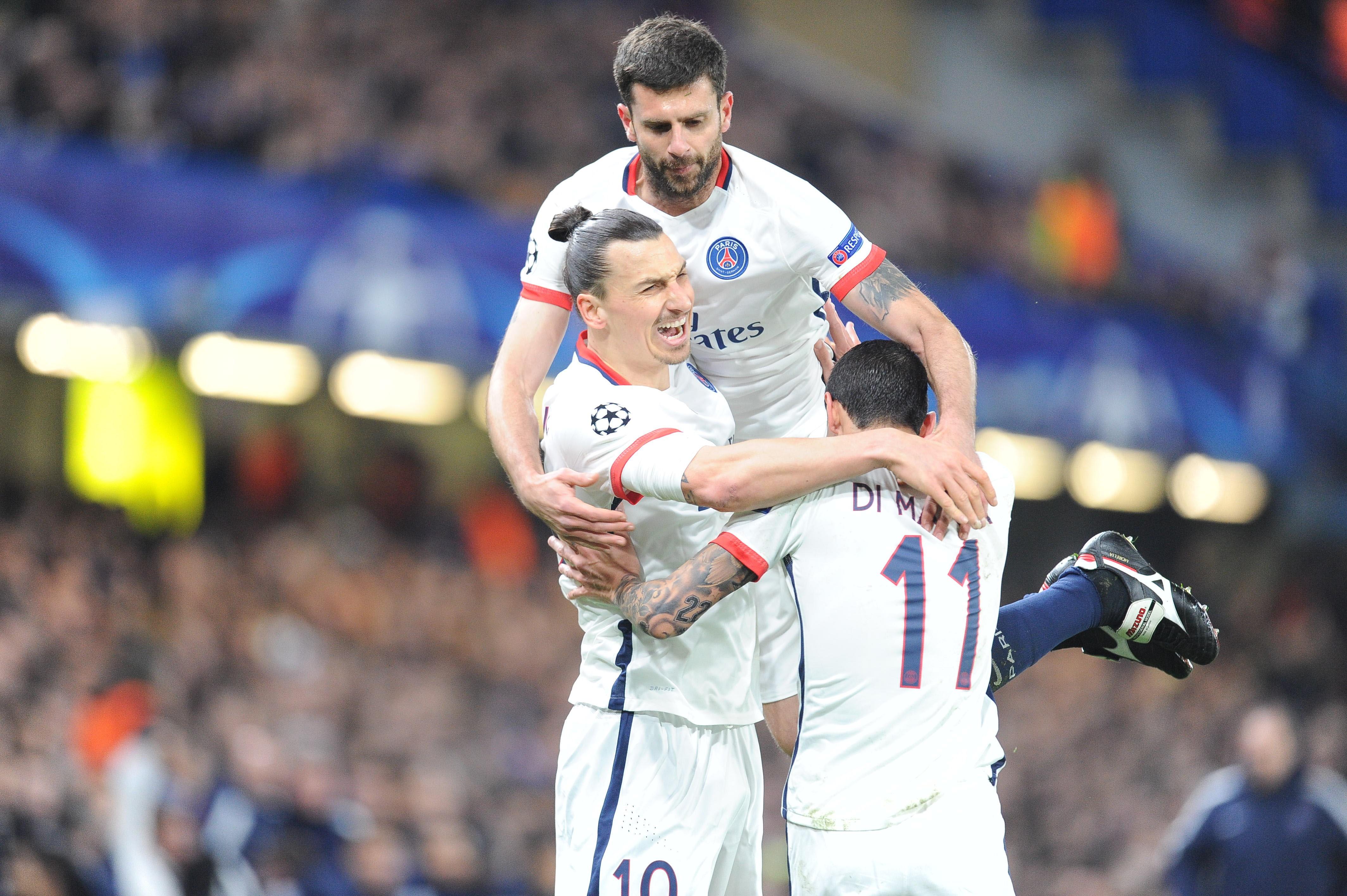 Thiago Motta, Zlatan Ibrahimovic et Angel Di Maria (PSG) sur la pelouse de Chelsea