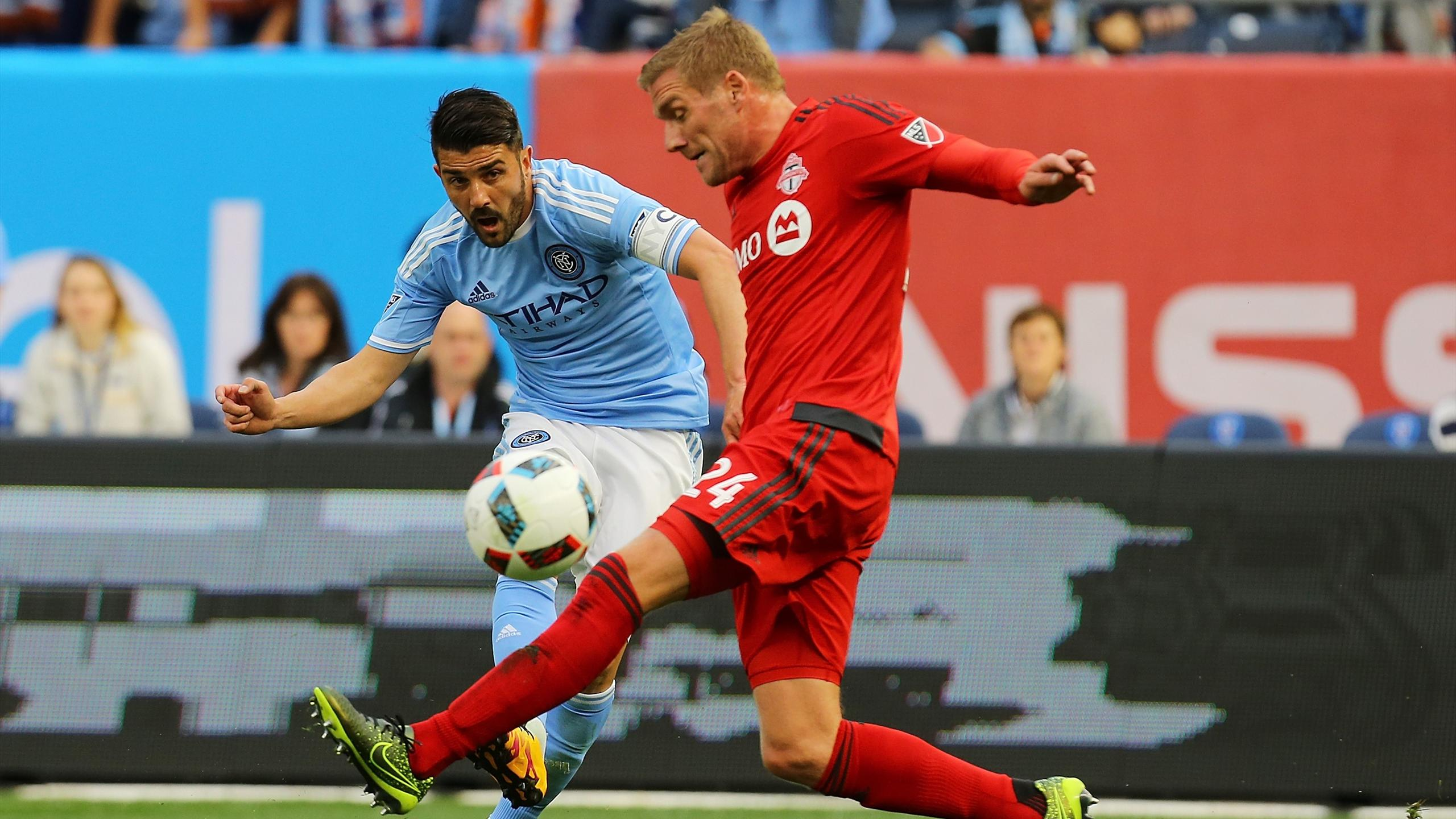 David Villa (New York FC) face à Damien Perquis (Toronto)