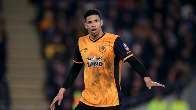 Curtis Davies signs new contract with Hull