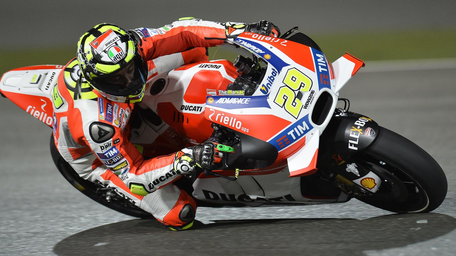 motogp grand prix du qatar andrea iannone ducati brille lors des essais libres 2 pas. Black Bedroom Furniture Sets. Home Design Ideas
