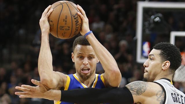 San Antonio freine Curry et Golden State