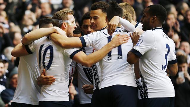 Kane double keeps Tottenham title dream alive