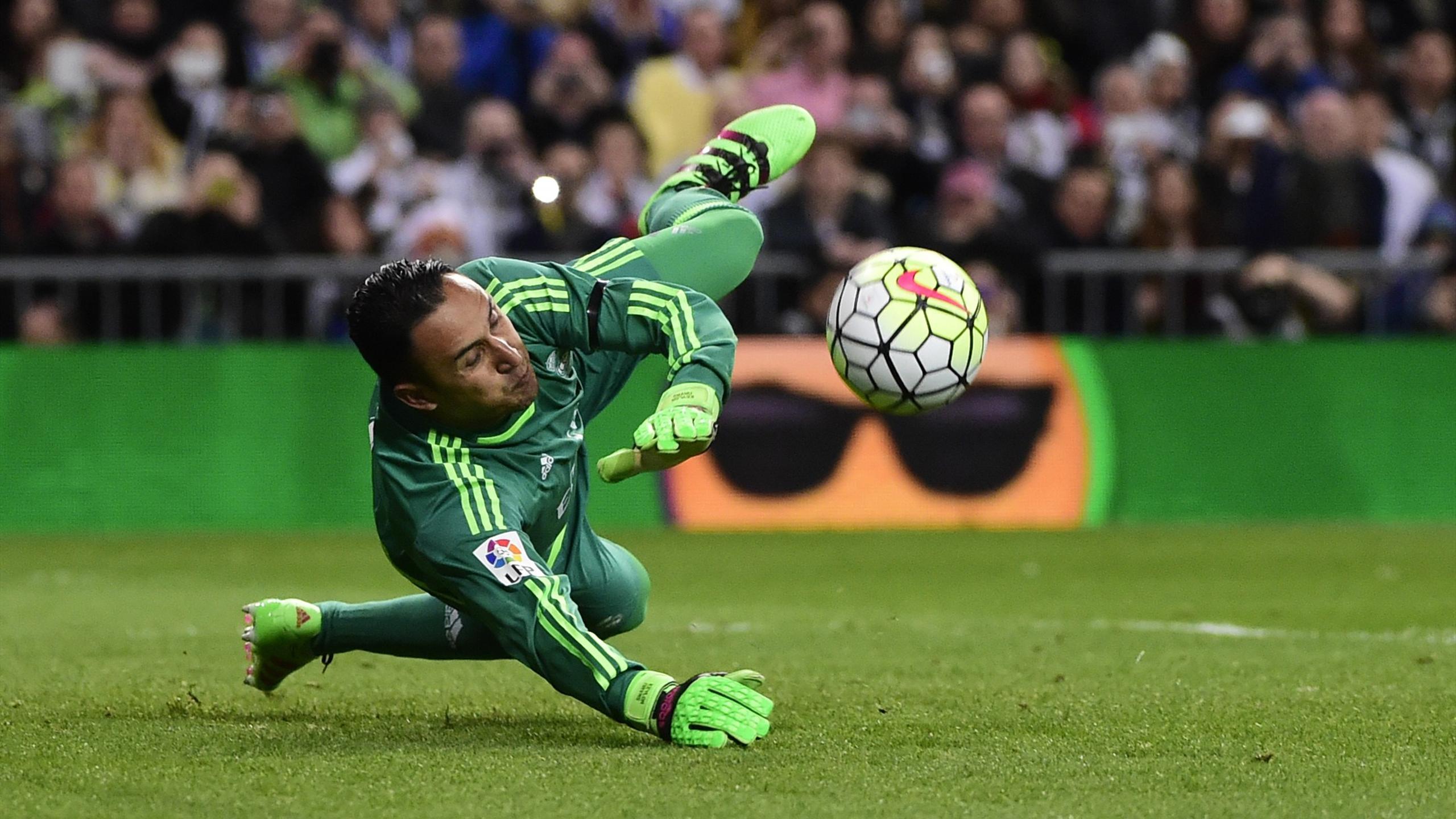 Keylor Navas, parando un penalti en el Real Madrid-Sevilla