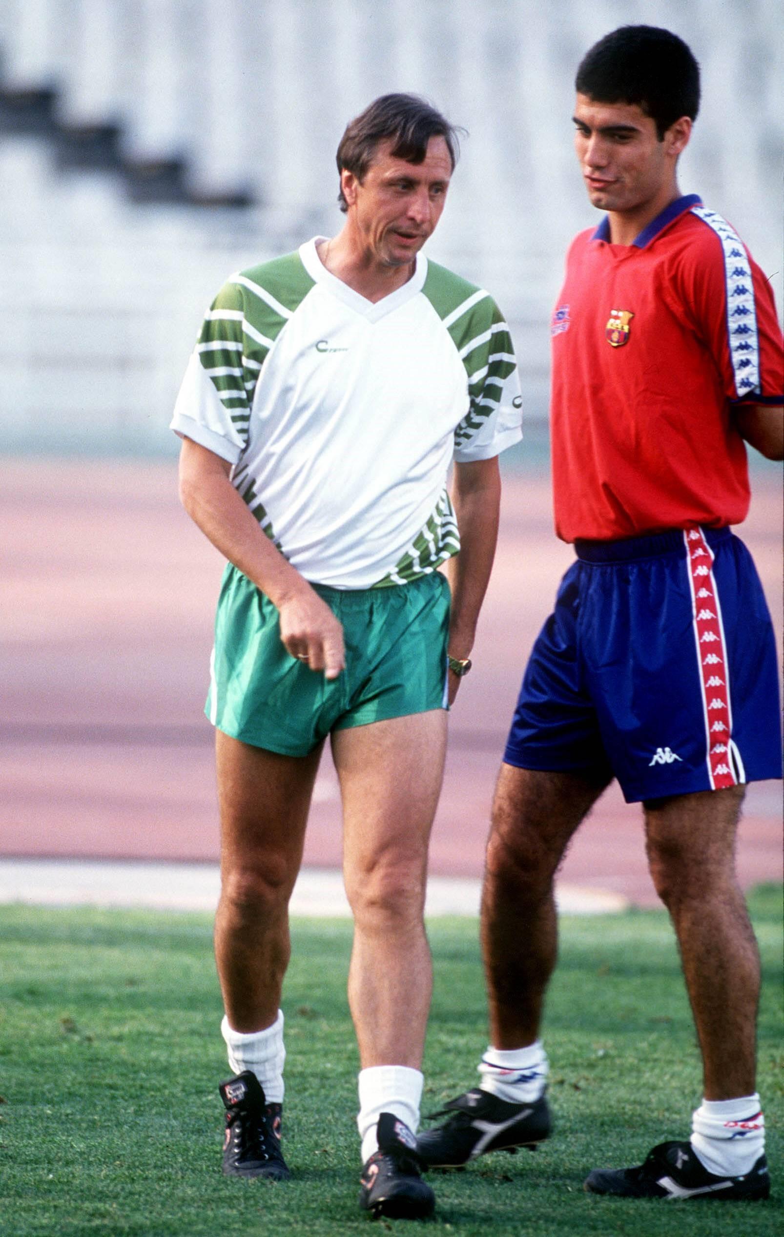Johan Cruyff avec Pep Guardiola à l'entraînement du Barça