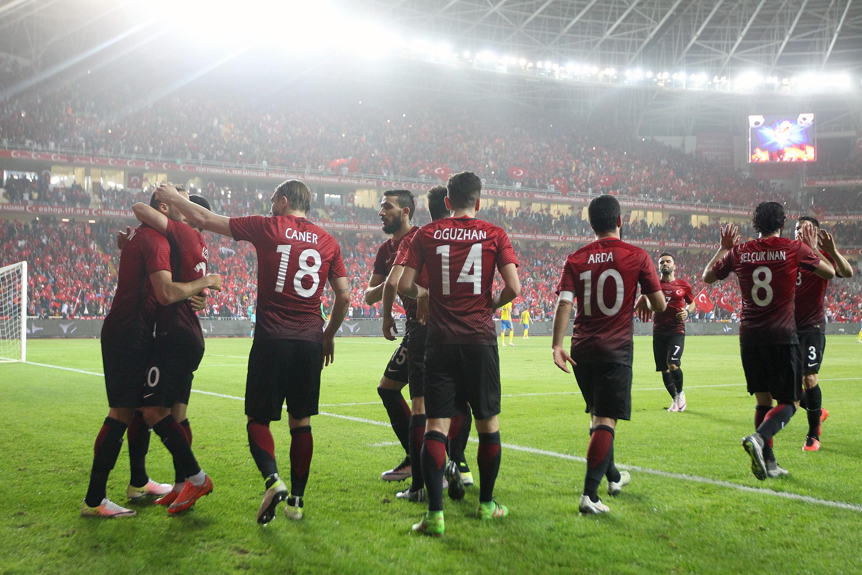Türkiye A Milli Futbol Takımı, Caner Erkin, Oğuzhan Özyakup, Arda Turan ve Selçuk İnan