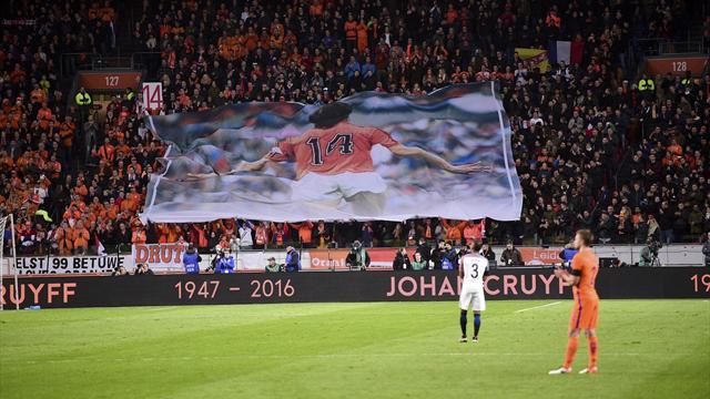 14e minute : le temps s'est arrêté et le stade a rendu un vibrant hommage à Cruyff