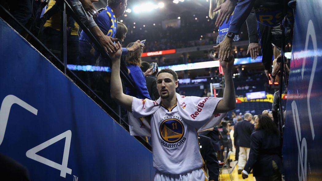 Thompson segna ancora 40 punti  Golden State batte Philadelphia e va 66-7 -  NBA 2015-2016 - Basket - Eurosport 3c1a064692d