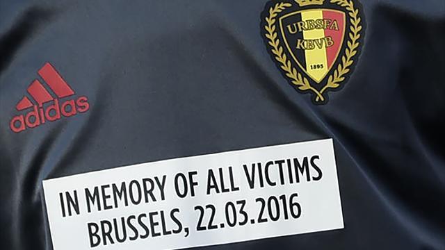 En hommage aux victimes, les Belges portaient un message sur leur maillot d'échauffement