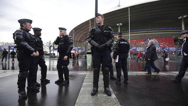 Ambiance timide, dispositif draconien: le Stade de France n'a pas oublié