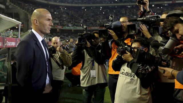 zinedine zidane can change real madrid but only if he survives el clasico liga 2015 2016. Black Bedroom Furniture Sets. Home Design Ideas