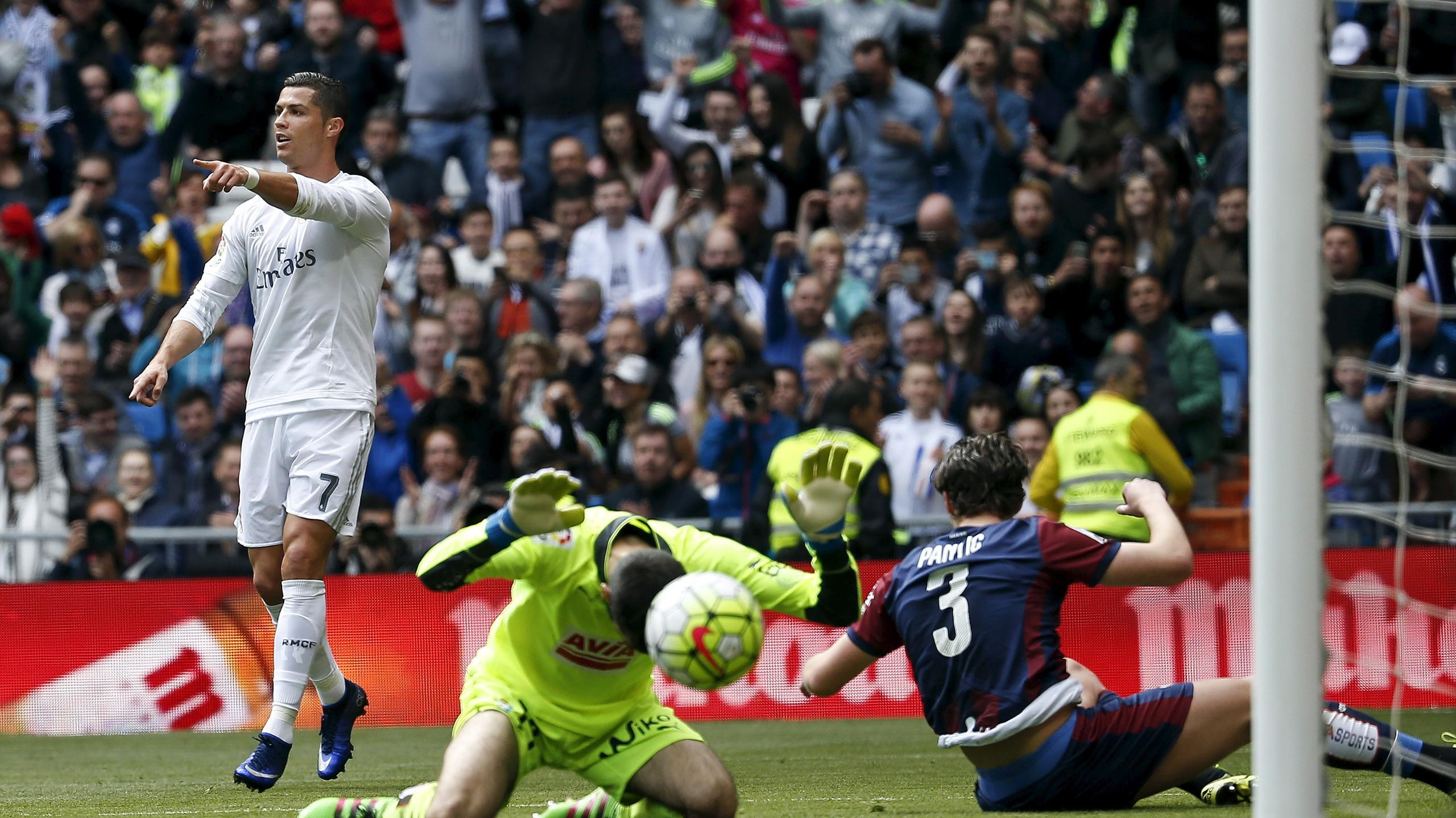 Cristiano Ronaldo (L) celebrates scoring a goal against Eibar