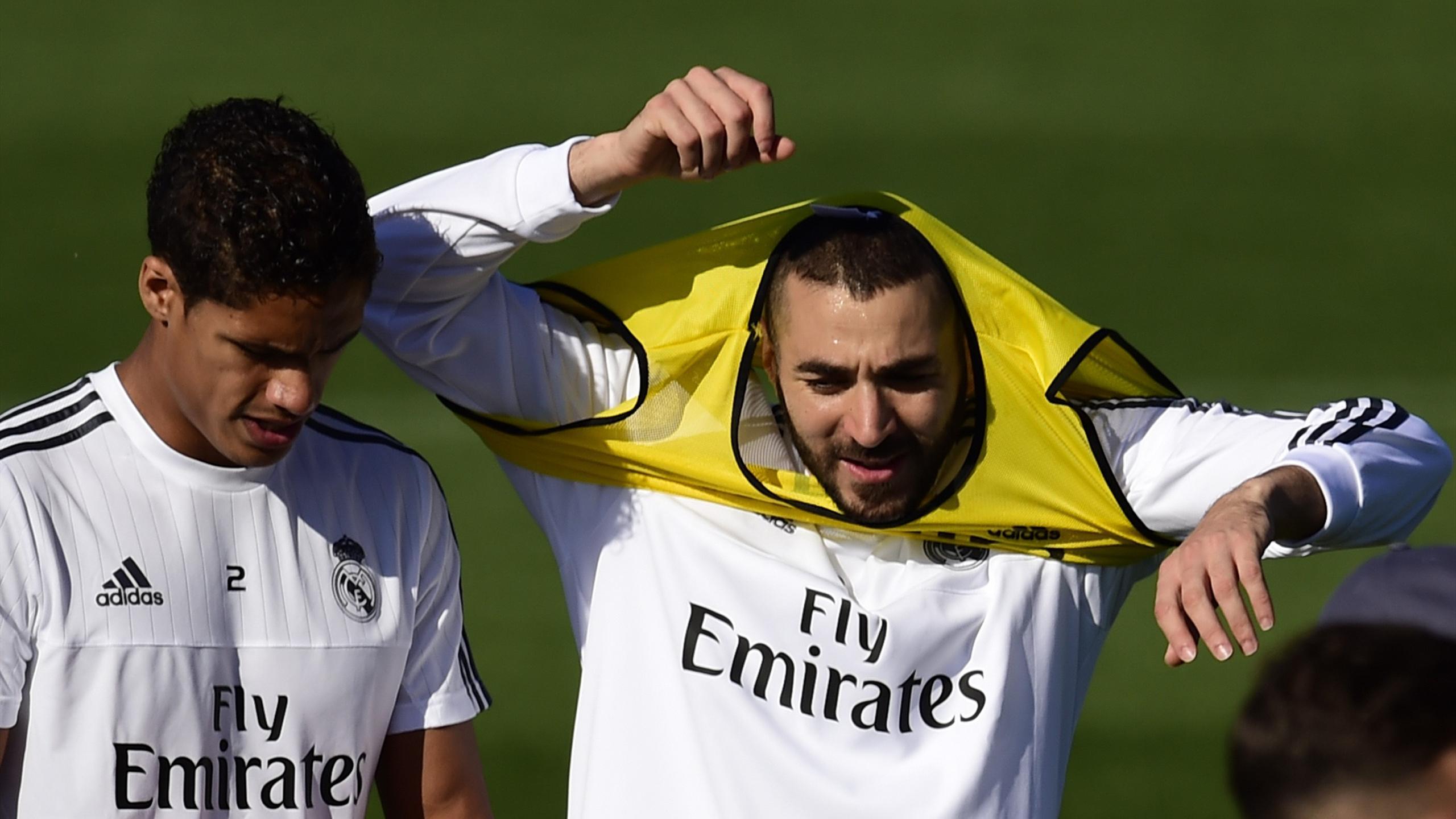 Raphaël Varane et Karim Benzema à l'entraînement du Real Madrid