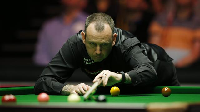 Williams v Holt: Two-time champion eases into last eight