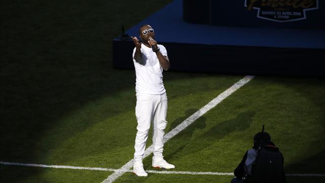 Avant le match, le Stade de France s'est chauffé la voix en conspuant Maître Gims